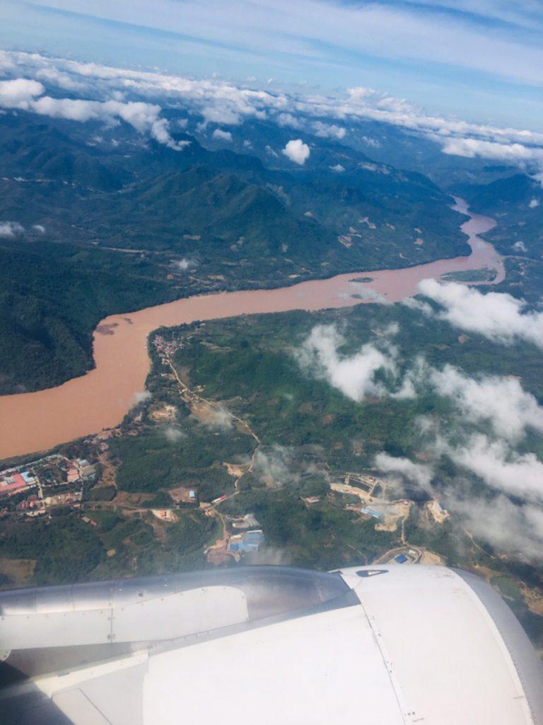 ラオスの上空から見たメコン川