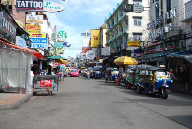 タイ・バンコクのバックパッカーの聖地、カオサン通り