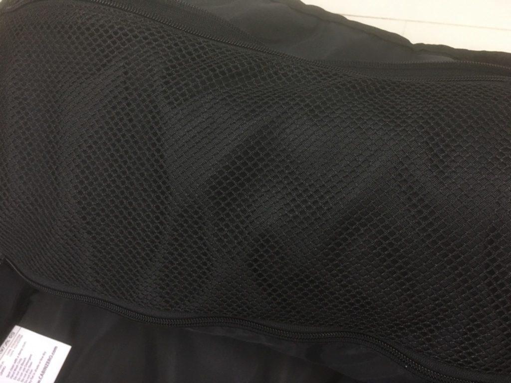 キャビンゼロのメッシュポケット