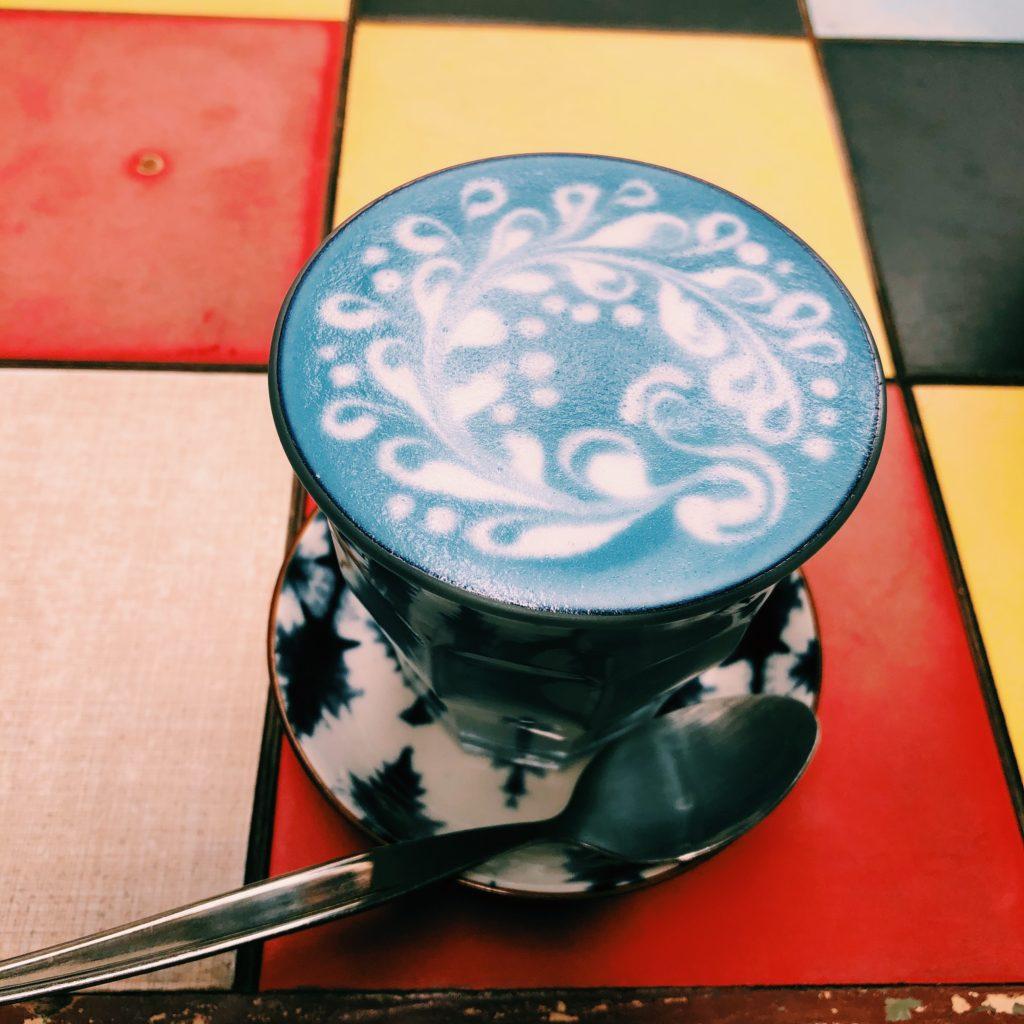 タイ・バンコクの女子旅で行きたい青いカフェで話題のインスタ映えカフェ「ブルーホエールカフェ」