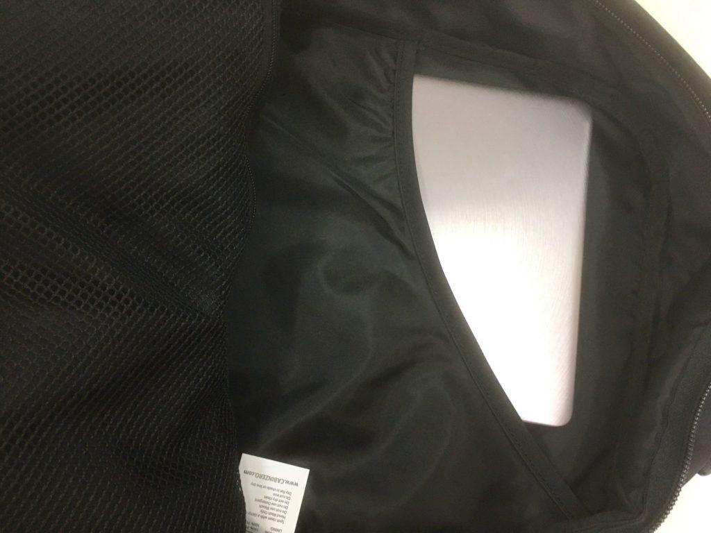 キャビンゼロのパソコン用ポケット