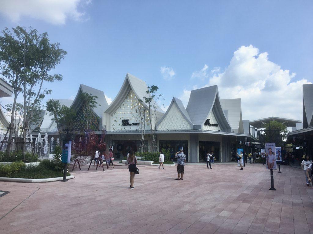タイ・バンコクのアウトレットモール「セントラルビレッジ」のモール内