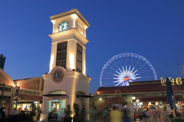 タイ・バンコクの大型ナイトマーケット、アジアティークザリバーフロント