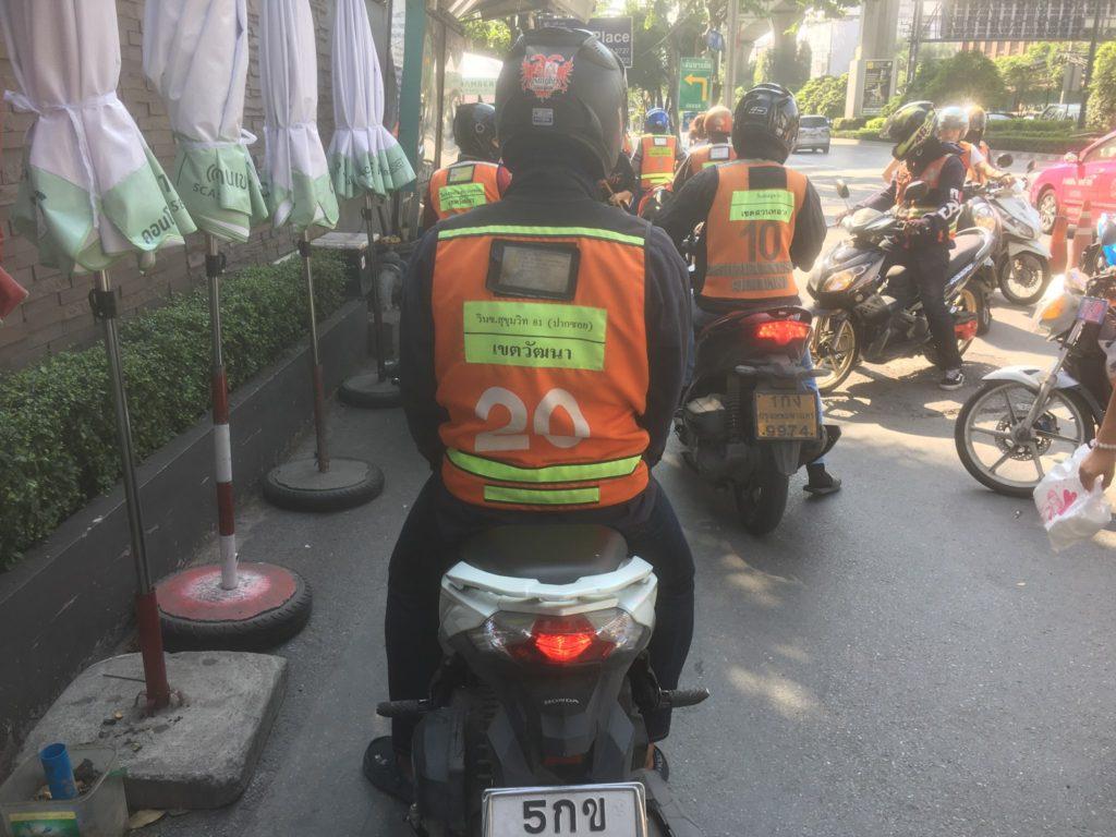 バンコク市内のバイクタクシー