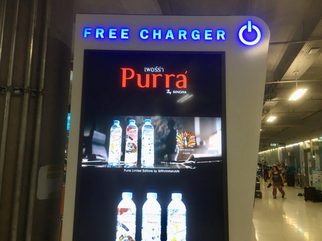 バンコク・スワンナプーム空港内にある充電スタンド