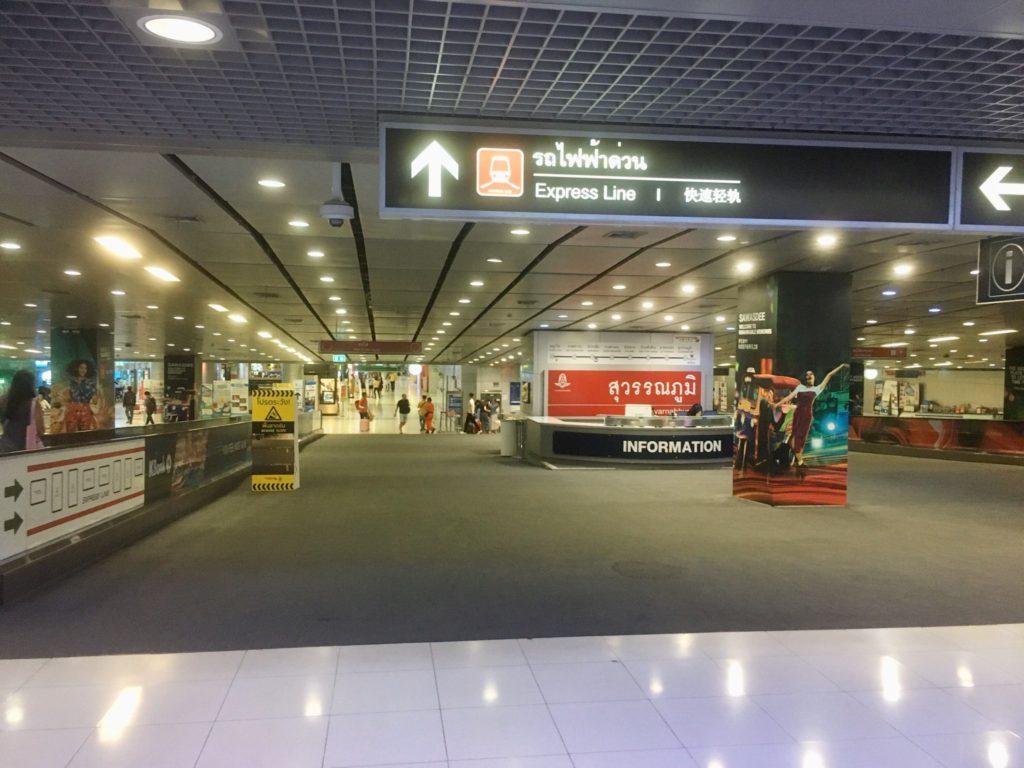 スワンナプーム空港駅の改札までの道