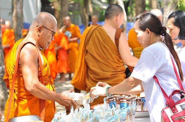 タイ・バンコクの僧侶(モンク)