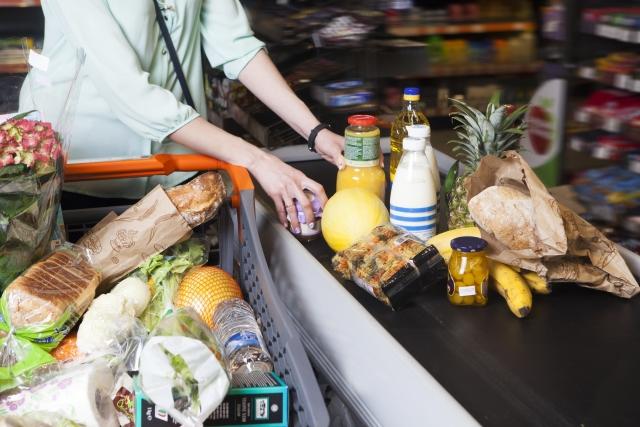 タイ・バンコクで買い出しをするメイドさん(アヤさん)