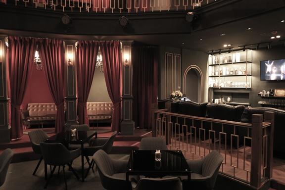 タイ・バンコクのドンキホーテ4階に入るマジックバー「レジェンドキャッスル」の店内
