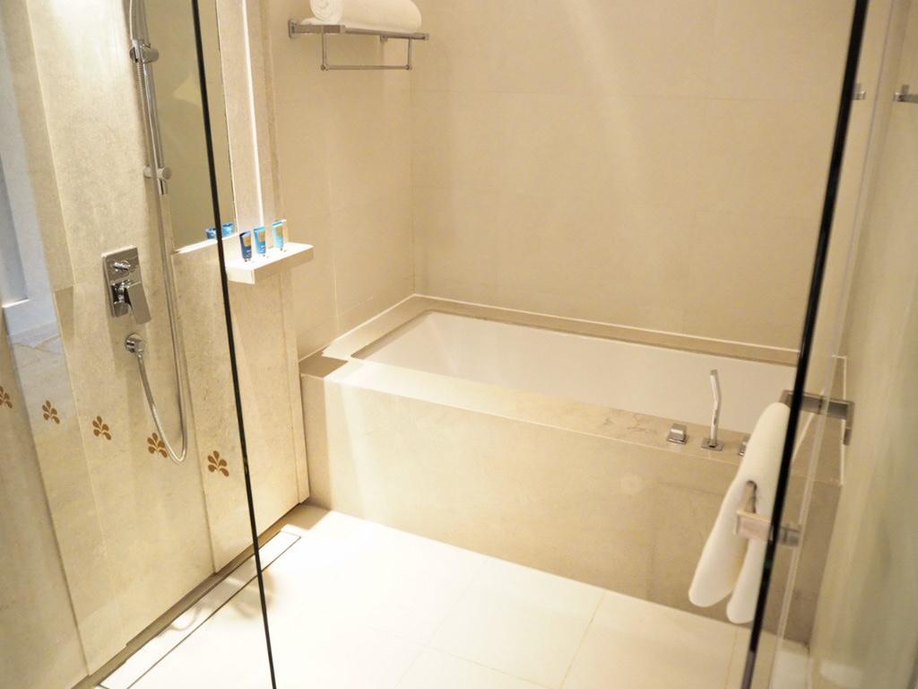 ホテル・ニッコー・バンコク(日航ホテル)のバスルーム