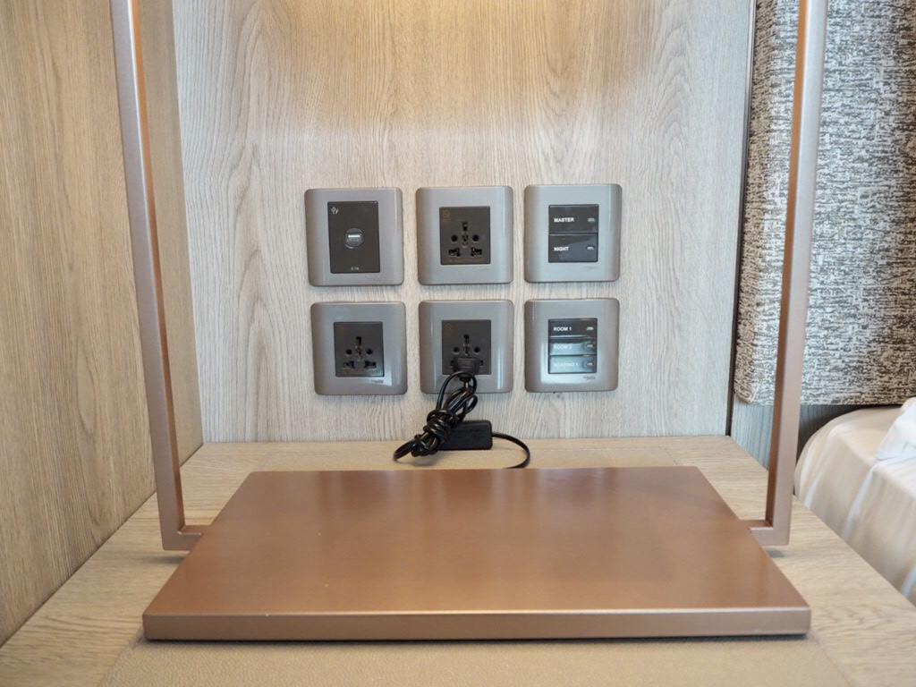 ホテル・ニッコー・バンコク(日航ホテル)の電源コンセント