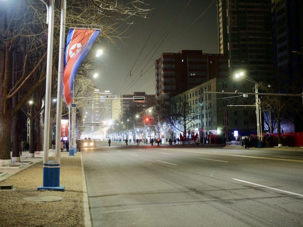 北朝鮮・平壌市内の夜の道路