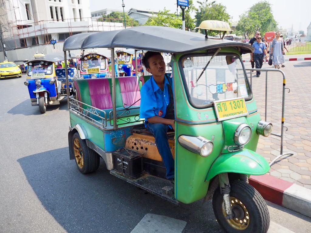 タイ・バンコクの三大寺院周辺にいるトゥクトゥク