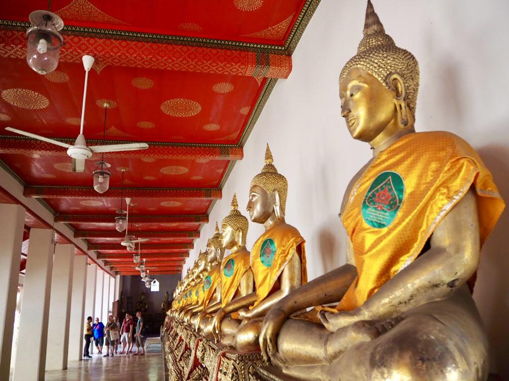 タイ・バンコクのワットポーの中にある仏像