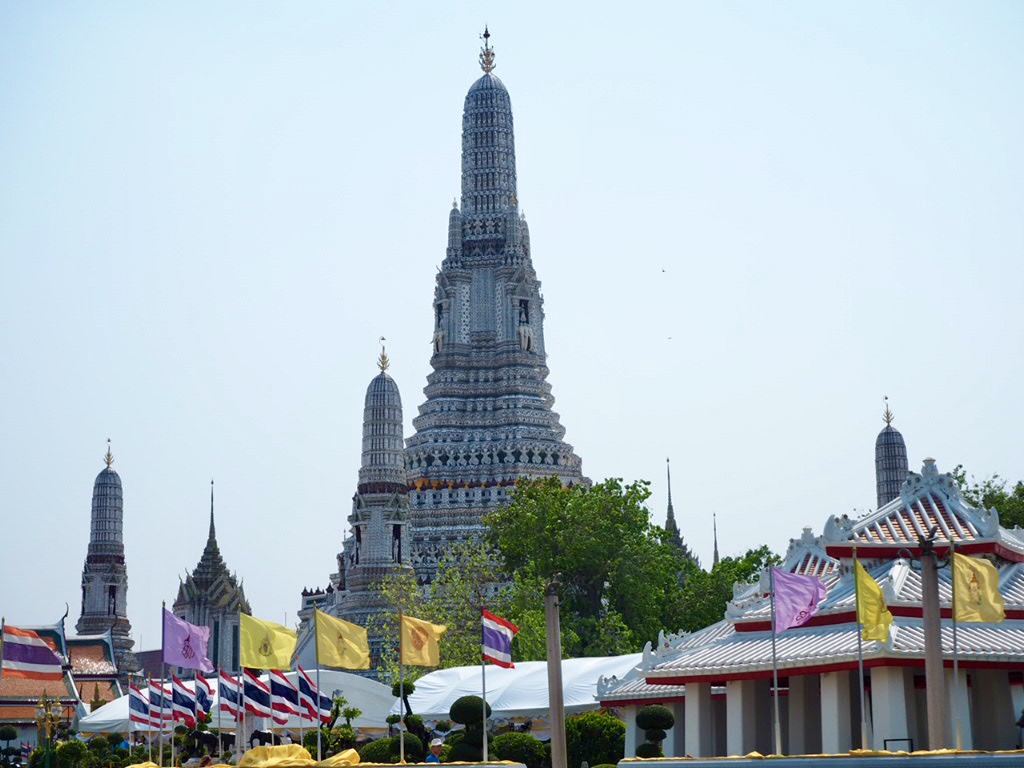 タイ・バンコクの女子旅で行きたいワット・アルン