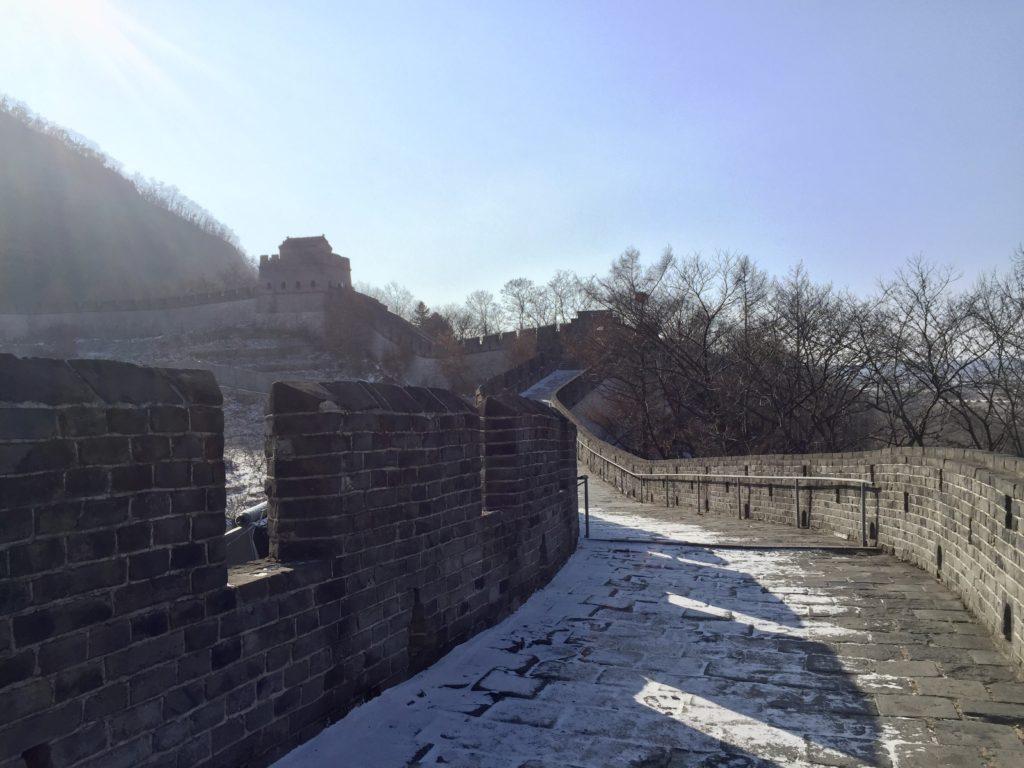 北朝鮮との国境の町丹東にある万里の長城の最北端、虎山長城の道