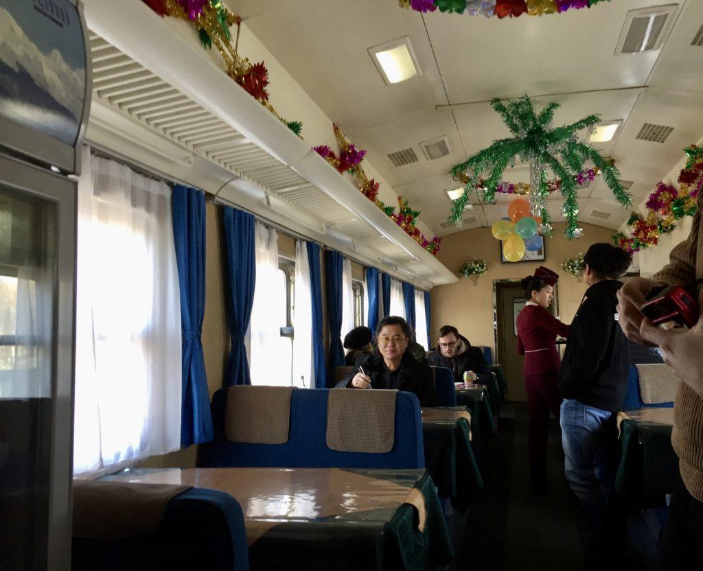 北朝鮮行き国際列車内の食堂車