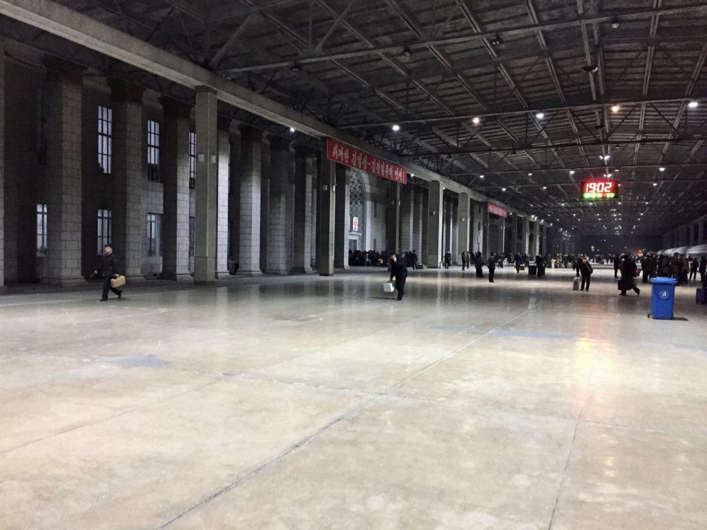 北朝鮮・平壌駅のホーム