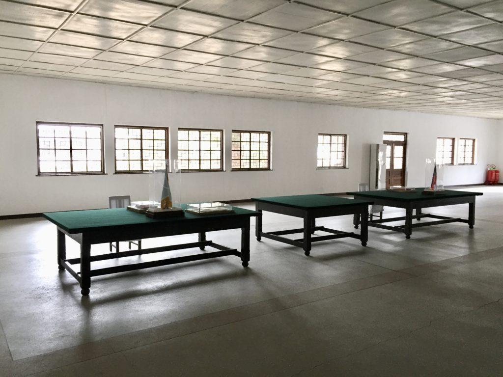 朝鮮戦争の休戦協定調印場の当時の机と椅子