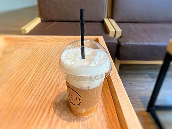 Dzen Onsen and Spaのカフェで飲んだアイスコーヒー