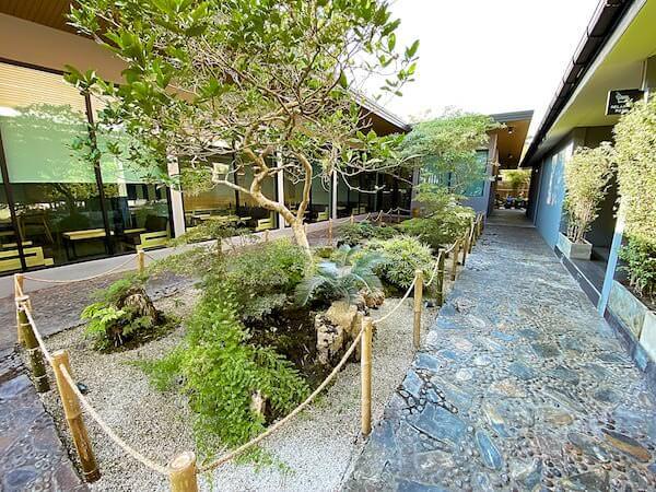 Dzen Onsen and Spaの庭園