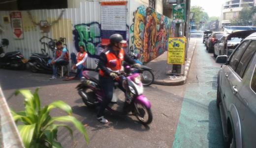 【非常事態宣言下のバンコク】3密なタクシー移動は心配・・そんな時はバイクタクシーはいかがでしょうか?料金と注意事項