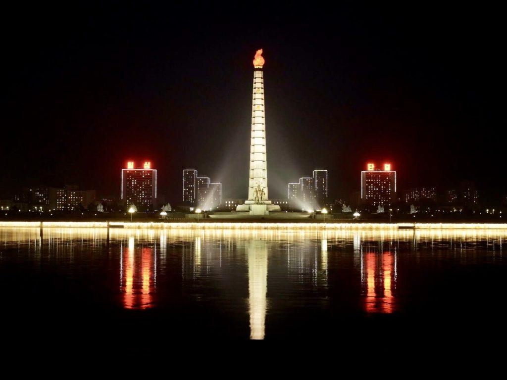 北朝鮮・平壌のチュチェ思想塔