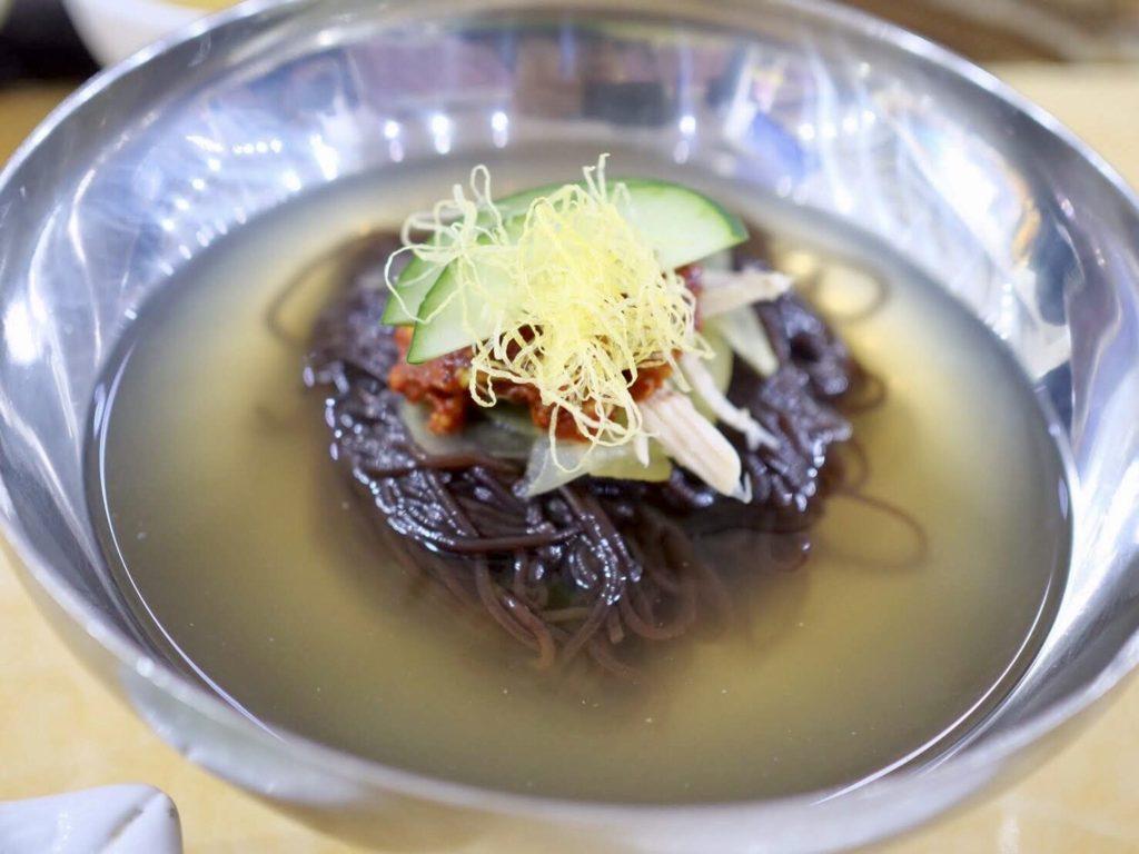 北朝鮮・平壌のレストランで食べる本場の平壌冷麺