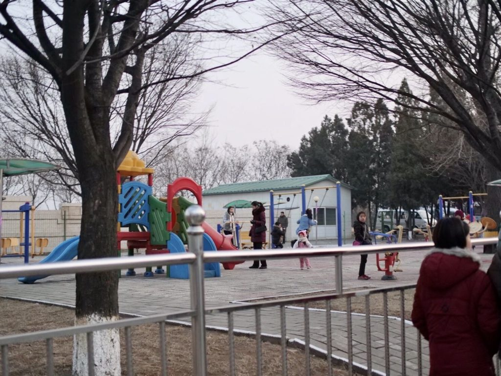 北朝鮮・平壌市内の児童公園