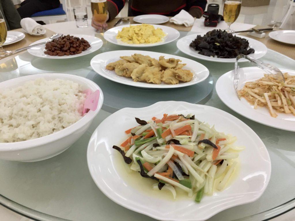 北朝鮮の妙香山ホテルで食べる昼食