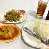 チェンマイのニマンヘミン通りにあるビルマ料理食堂「Nong Bee's Burmese Restaurant and Library」で食べたゲーンハンレーとタマリンドサラダ