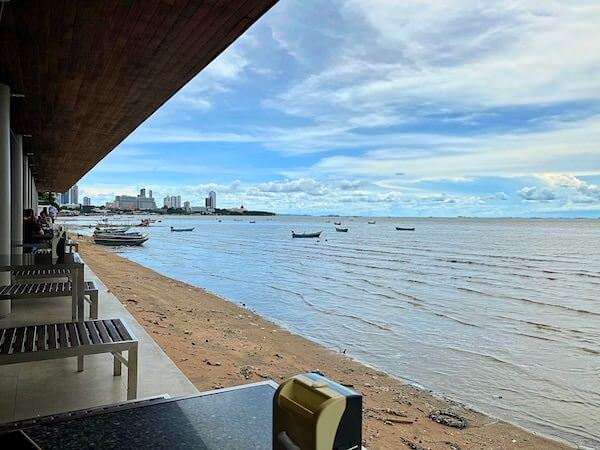 パタヤ・ナクルアのムンアロイ客席から見える海2