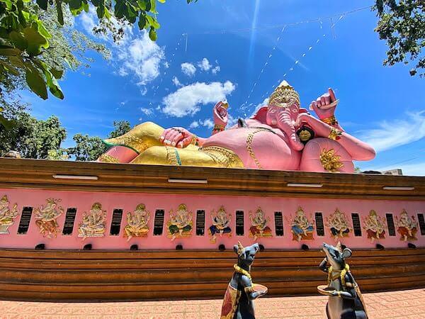 ワット・パー・ユップ(Wat pa yup / วัดป่ายุบ)のピンクのガネーシャ3