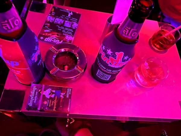 パタヤのゴーゴーバー「ピンナップ」で飲んだ酒