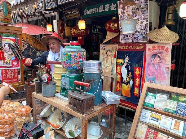 バーン チャック ンゲーオ(Ban Chak Ngaew)の店2