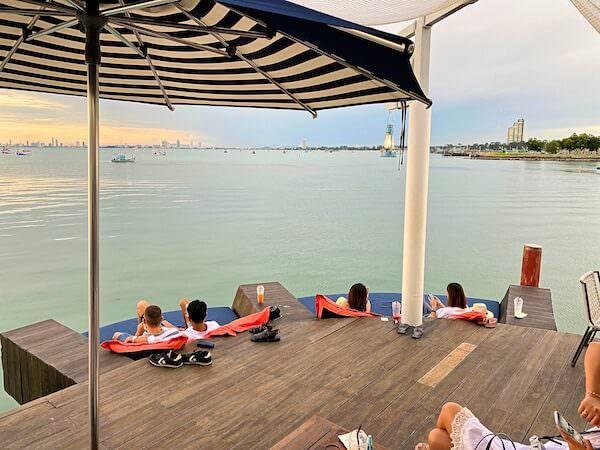 Kept Pier Cafeのソファー席2