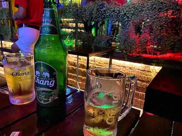 コロナ禍にあるカオサン通りのバーで飲んだビール