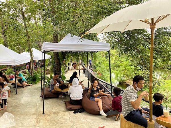 モンチャーンカフェ(Mongchang Cafe)のソファー席