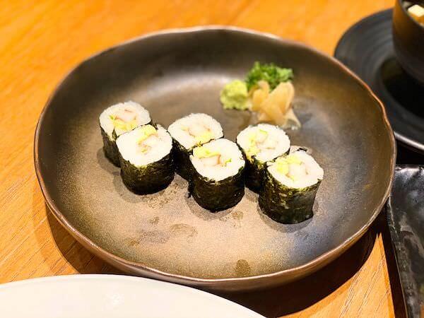 パタヤサードロードのスシローで食べたキュウリとカニカマの巻き寿司