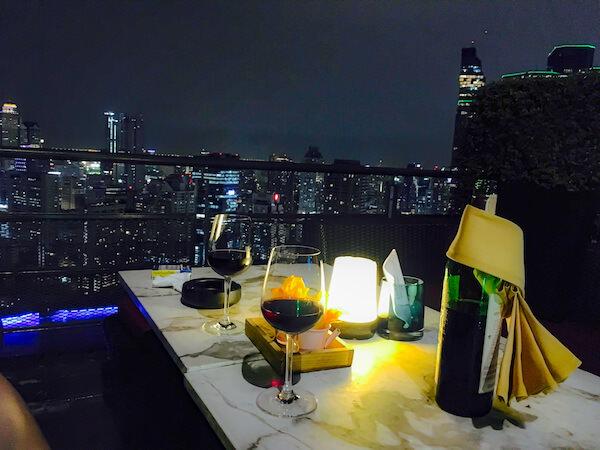 ズームスカイバー(Zoom Sky Bar)のテーブル席