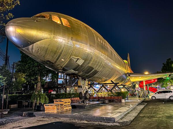 チャンチュイナイトマーケットの飛行機