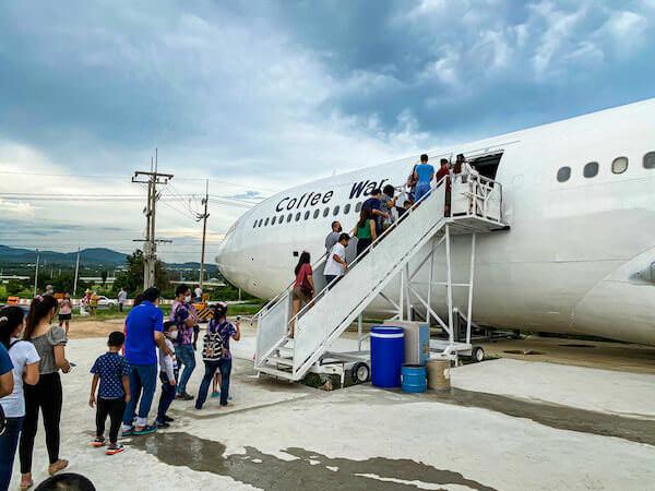 パタヤの飛行機カフェ「Coffee War @ 331 Station」の航空機1